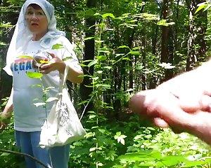 Bra mormor i skogen porriga damer